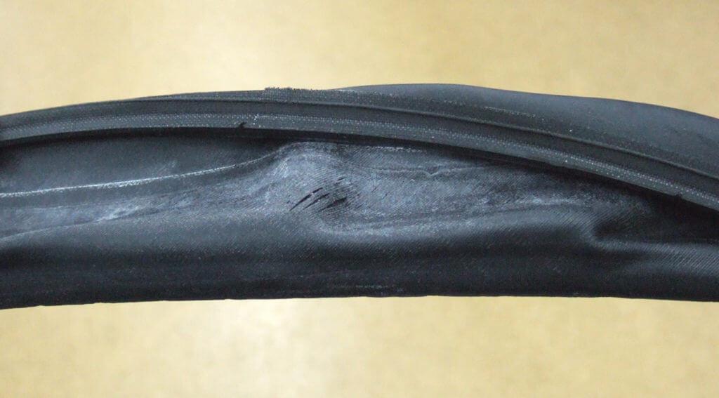 致命的なトラブルを引き起こすタイヤの初期不良