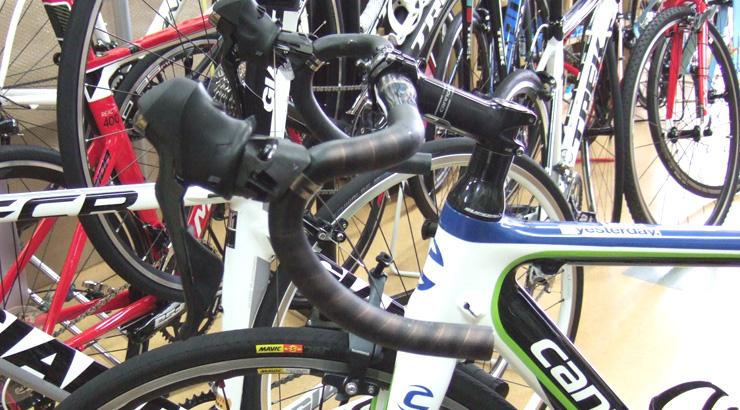 今シーズン最後の追い込み、ロードバイクの店舗作業
