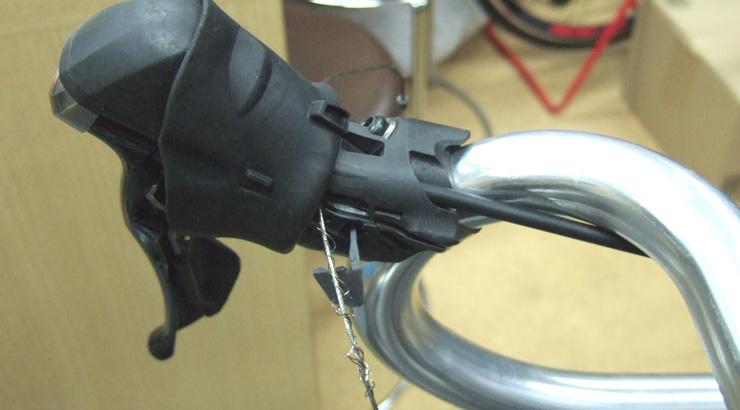 デュアルコントロールレバーのユニット内で起こる変速不良の原因