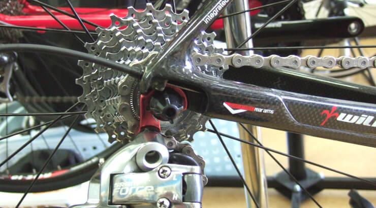 ケーブル内装式バイクのシフトインナーを交換する方法